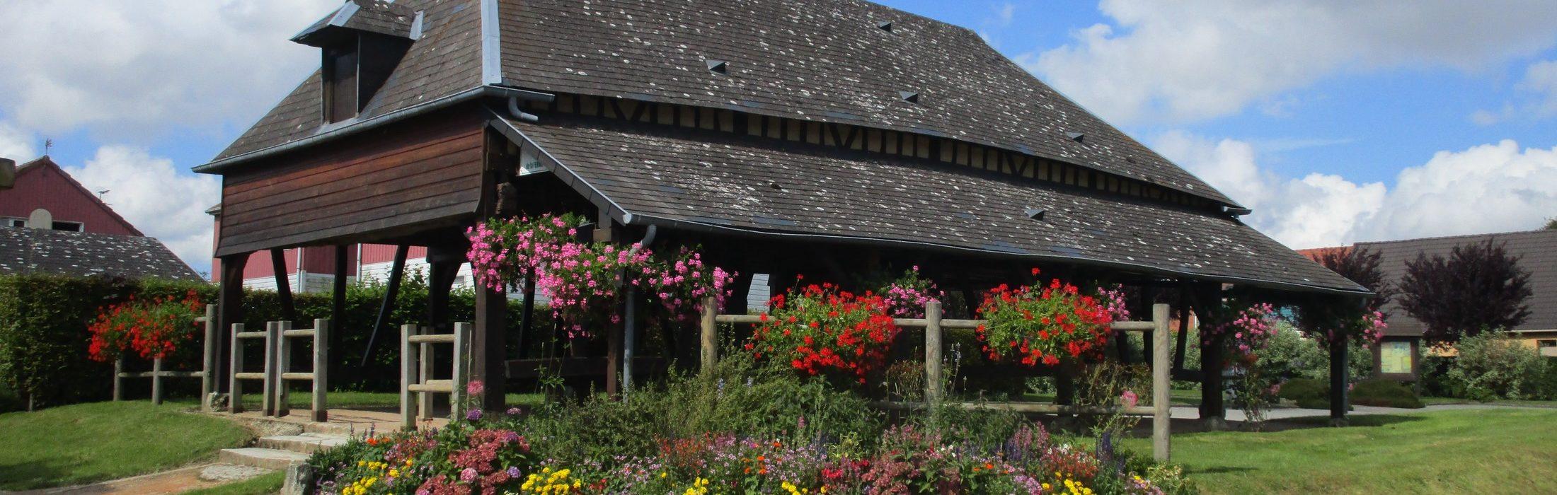 Autretot est l'un des premiers villages de France à obtenir les quatre fleurs du label «Villes et villages fleuris» et l'un des premiers 1